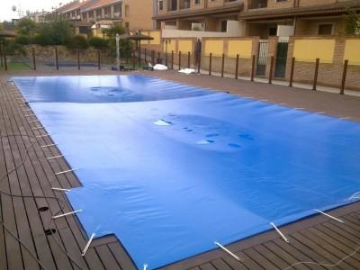 Havuz Brandası - Mavi branda ile yüzme havuzunun üzerinin kapatılması01